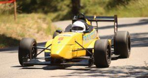 La Formule Renault court en course de côte et elle est proposée en stage de pilotage sur circuit.