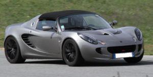 Très agile et efficace la Lotus sera bien sur le circuit du Driving center comme sur le circuit du Luc. Elle est loin d'être ridicule sur le circuit de Ledenon. Moins adaptée sur le tracé 5.8 Km du Paul Ricard.