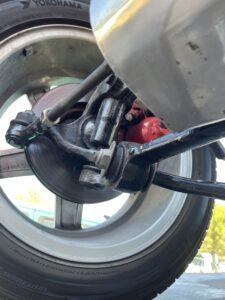 La voiture est idéale Circuit se veut proche de la série pour une question de prix de reviens. Ici le train avant de la Ford sierra 2 l