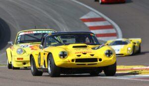 L'occasion de voir de très belles voitures dont certaines avaient participé aux 24 H du Mans. Les 2 tours d'horloge sont l'occasion de faire revivre ces voitures de courses.